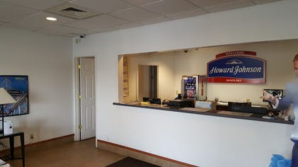 Check-in/Check-out Kiosk | Howard Johnson by Wyndham Sandusky Park N. Entrance