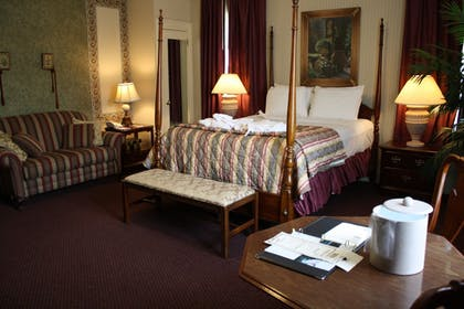 Guestroom | The Grand Summit Hotel