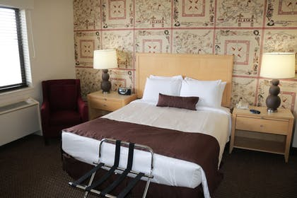 Guestroom | Inlet Tower Hotel And Suites