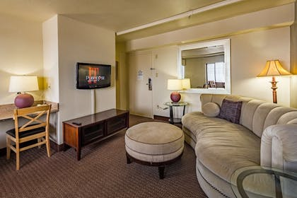 Living Room | Inlet Tower Hotel And Suites