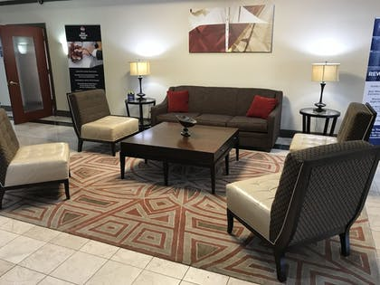 Lobby Sitting Area | Best Western Plus Milwaukee Airport Hotel & Conference Ctr