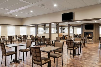 Breakfast Area | Best Western Plus Milwaukee Airport Hotel & Conference Ctr