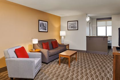 Room | Best Western Plus Milwaukee Airport Hotel & Conference Ctr