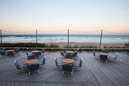 Hotel Lounge | Crowne Plaza Hotel Melbourne - Oceanfront