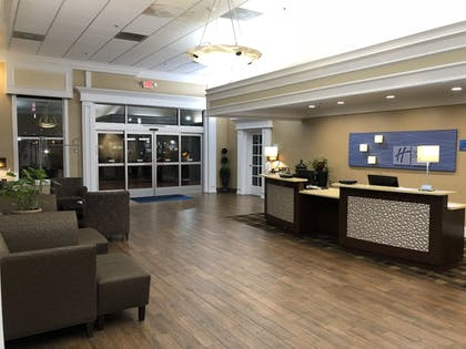 Lobby Sitting Area | Holiday Inn Express Hotel & Suites Corning