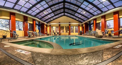 Outdoor Pool | Best Western University Inn
