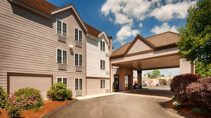 Hotel Entrance | Best Western Hartford Hotel & Suites