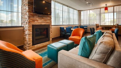 Lobby Sitting Area | Best Western Hartford Hotel & Suites