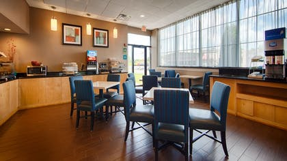 Breakfast Area | Best Western Hartford Hotel & Suites