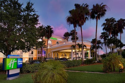 Featured Image | Holiday Inn Express Doral