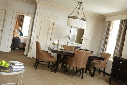 In-Room Dining | Renaissance Cleveland Hotel