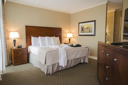 Guestroom | Omni Houston Hotel Westside