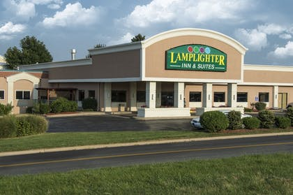 Hotel Front | Lamplighter Inn & Suites - North