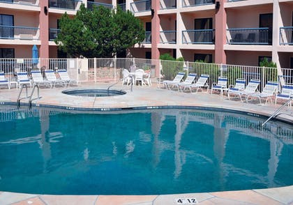 Outdoor Pool | Grand Canyon Plaza Hotel