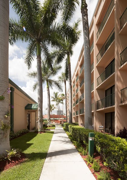 Property Grounds | Courtyard by Marriott Fort Lauderdale East/Lauderdale-by-the-Sea