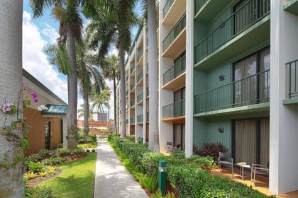 Exterior | Courtyard by Marriott Fort Lauderdale East/Lauderdale-by-the-Sea