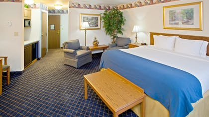 Guestroom | Holiday Inn Express Suites Fremont