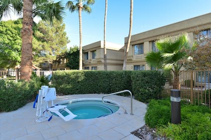 Outdoor Spa Tub | Best Western Tucson Int'l Airport Hotel & Suites