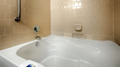 Jetted Tub | Best Western Plus Governor's Inn