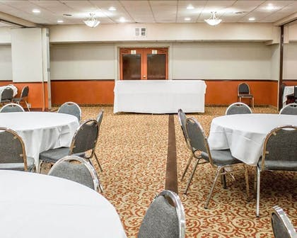 Meeting Facility | Norwood Inn & Suites North Conference Center