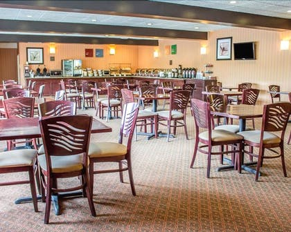 Food Court | Norwood Inn & Suites North Conference Center