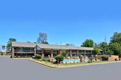 Hotel Front | Travelers Inn and Suites