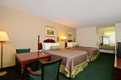 Living Area | Travelers Inn and Suites