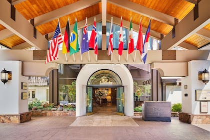 Hotel Entrance | The Lodge at Vail, A RockResort