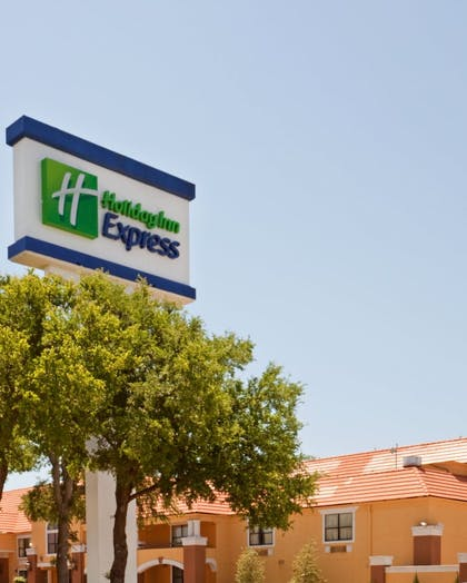 Hotel Front   Holiday Inn Express & Suites Irving Dfw Airport North