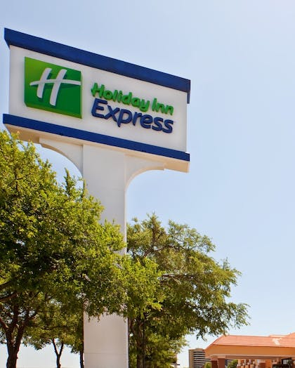 Exterior   Holiday Inn Express & Suites Irving Dfw Airport North