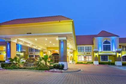 Hotel Front - Evening/Night   Holiday Inn Express & Suites Irving Dfw Airport North