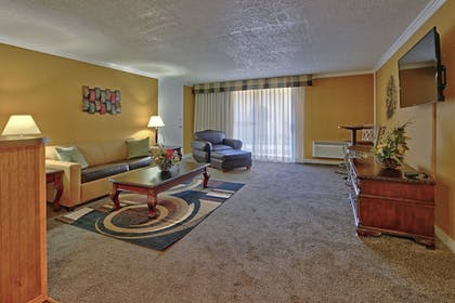 Living Room | Ramada Plaza by Wyndham Albuquerque Midtown