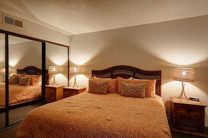 Guestroom | Shadow Mountain Resort