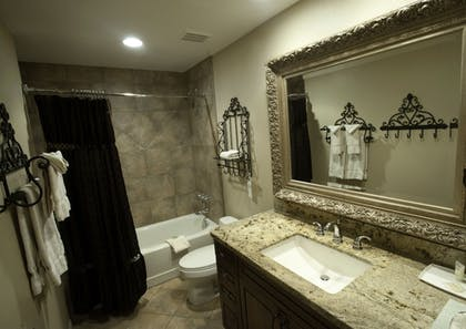 Bathroom | Shadow Mountain Resort