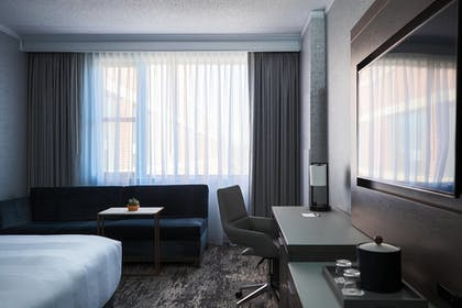 Guestroom | Chicago Marriott at Medical District/UIC
