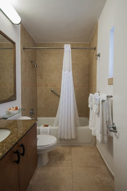 Bathroom | Beachcomber Resort & Villas