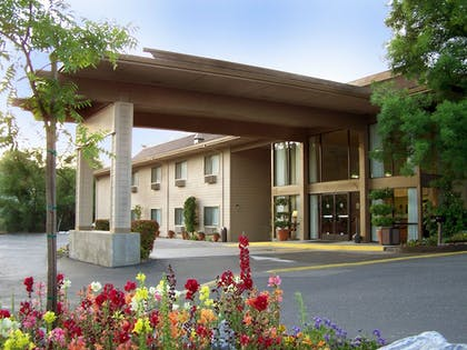 Hotel Front | Best Western Plus Sonora Oaks Hotel & Conference Center