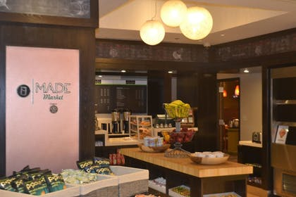 Snack Bar | DoubleTree by Hilton Hotel Washington DC - Crystal City