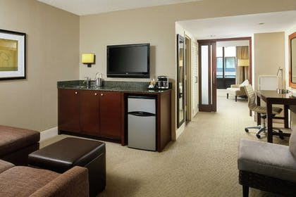 In-Room Dining | DoubleTree by Hilton Hotel Washington DC - Crystal City
