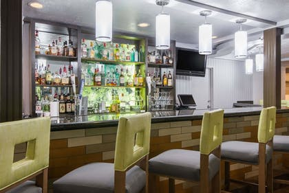 Hotel Bar | Wyndham Garden Cross Lanes Charleston