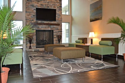 Lobby | Wyndham Garden Cross Lanes Charleston