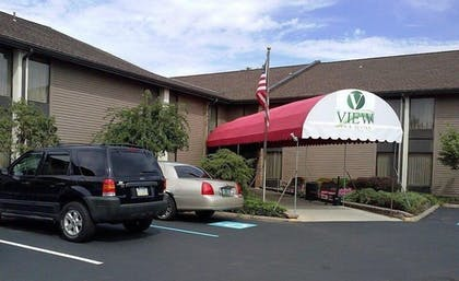 Hotel Entrance | The View Inn & Suites