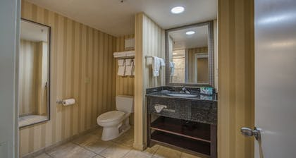 Bathroom | Best Western Plus Canyonlands Inn
