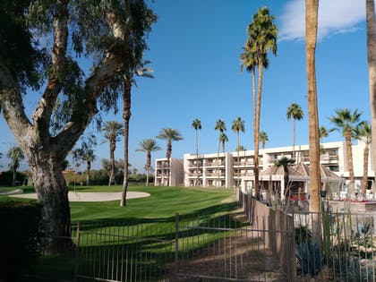Property Grounds | Indian Wells Resort Hotel