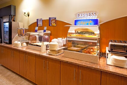 Restaurant | Holiday Inn Express Hotel & Suites Valdosta Southeast
