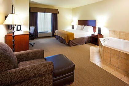 Guestroom | Holiday Inn Express Hotel & Suites Valdosta Southeast