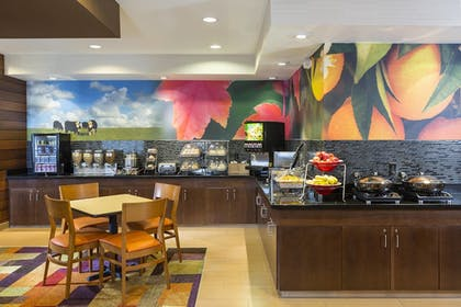 Breakfast Area | Fairfield Inn by Marriott Muncie