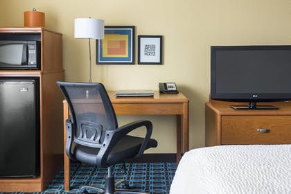 Guestroom | Fairfield Inn by Marriott Muncie