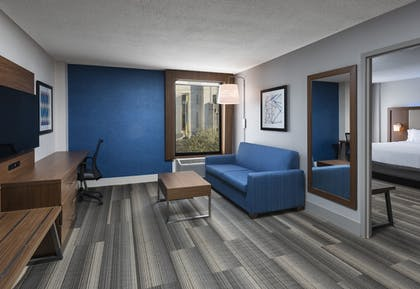 Guestroom | Holiday Inn Express Nashville Downtown Conf Ctr
