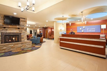 Lobby | Holiday Inn Express Hotel & Suites Pittsburgh Airport